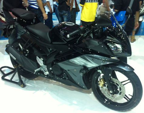 Top modifikasi yamaha r15 hitam