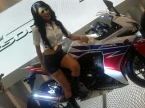 wpid-1414603370-sweet-motogirl.jpg