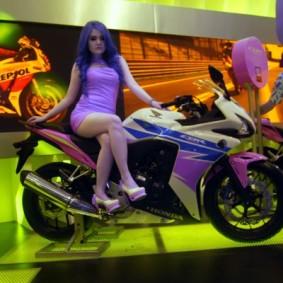 wpid-1414781583-cbr-deep-purple-girl.jpg