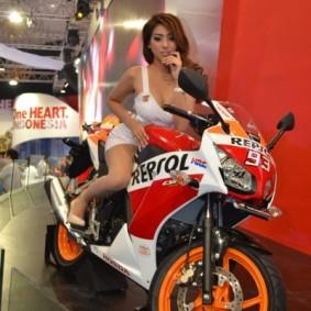 wpid-1415100331-sexy-motor-and-sexy.jpg