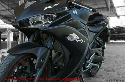 Dijual Yamaha R25 2014 Warna Hitam